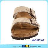Sandálias macias ideais da cortiça do conforto e do estilo