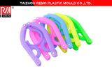 Molde plástico plegable de la suspensión de ropa del recorrido colorido