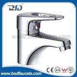 Robinet simple de bassin de traitement d'eau froide de robinets de chrome chaud de mélangeur
