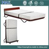 Кровать сложенная гостиницой