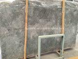 砥石が付いているAmeretto Amaritoの大理石の平板は終わった