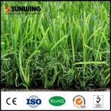 Alfombra artificial sintetizada de la hierba del verde decorativo del jardín para el balcón