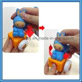 El animal plástico suave de la historieta ensambla el conjunto del juguete del tren del bloque hueco