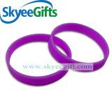 Incandescenza nel marchio scuro di spirito del Wristband del silicone