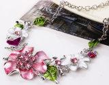 Ювелирные изделия серьги ожерелья чокеровщика заявления диаманта цветков листьев способа установленные