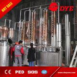 Equipo de la destilación con los tanques de la colección para el soporte