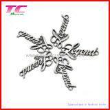 Etiqueta de la insignia del metal de la escritura de la etiqueta de la insignia del metal de la ropa con diversos diseños modificados para requisitos particulares