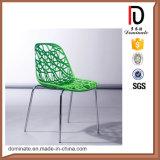 金属の足を搭載する高品質の白い折るプラスチック椅子