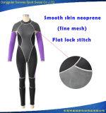 여자는 매끄러운 피부 내오프렌 평야 잠수 잠수용 고무옷을 방수 처리한다