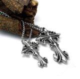 ゴシック様式ネックレスの吊り下げ式のファッション小物のチタニウムの鋼鉄をクロス連結しなさい
