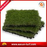 人工的な草のタイルをかみ合わせる30*30cm PPのPE