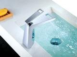 Fileter la perte moderne de robinet en laiton de grand dos de chrome de mélangeur mono de bassin de cascade à écriture ligne par ligne de salle de bains