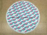 Microfiberのふさが付いている円形のビーチタオル