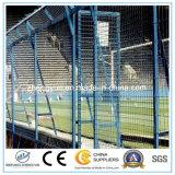 Загородка звена цепи стадиона школы