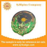 Pin duro del risvolto di scintillio dello smalto con il distintivo a resina epossidica e su ordinazione, mestieri del metallo