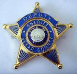 고품질 관례는 경찰 기장 군 기장의 명찰을 단다