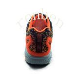 新しい到着の人の方法スニーカーの靴