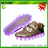 아이들까지 점화하는 크리스마스 선물 LED 번쩍이는 단화