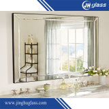 Glace argentée de miroir de Frameless avec le bord Polished pour la salle de bains, miroir de lavabo avec des brides de fixation en métal