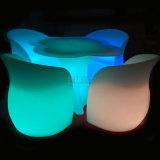 LED-Arm-Stuhl und Blumen-Form-Tisch leuchten Möbeln