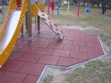 Due mattonelle elastiche della gomma di sicurezza di strato EPDM