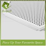 Neu! Feuerfeste und schalldichte perforierte Aluminiumdekoration-Decken-Fliesen