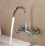 Faucet fixado na parede da cozinha da água fria