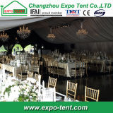 Tienda de lujo al aire libre de la boda con las cortinas