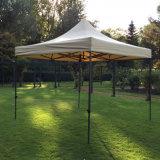 屋外の市場のテントの折るおおいの日除け