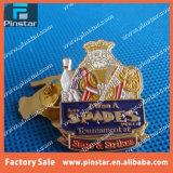 工場直売はより多くのカラー金属の柔らかいエナメルのカスタム折りえりPinのバッジを複雑にした