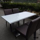 顧客用人工的な大理石の白いレストランのダイニングテーブル