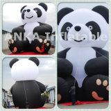 Anka personalizou a réplica de anúncio inflável do leopardo