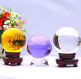 De gele Bal van het Glas van het Kristal met Basis