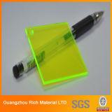 La surface lustrée de couleur fluorescente a moulé la feuille acrylique de plastique de feuille