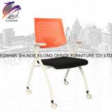 Moderner Trainings-Falz-Stuhl mit Schreibens-Vorstand