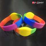 Supplier commerciale RFID Smartcard Wristbands Colour Filled Silicone Wristbands per Festivals