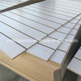 MDF Slatwall de la melamina con el parte movible de aluminio