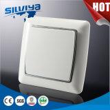 Interruttore europeo elettrico della parete di alta qualità bianca di colore