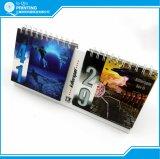 Stampa mensile del calendario di scrittorio di colore completo