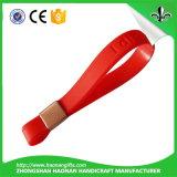 Il Wristband variopinto del silicone con il marchio impresso o il colore ha riempito