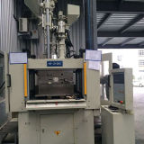 Machine van de Injectie van de Servobesturing van de hoge Efficiency de Verticale voor Twee Werkstations (HT210DC)
