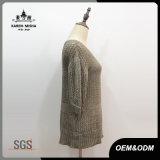 女性の半分の袖細い適合のセーター