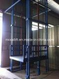Elevatore idraulico del carico con la rete metallica protettiva
