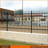 黒いOrnementalの鋼鉄塀