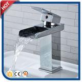 En laiton choisir le mélangeur de bassin de traitement pour la salle de bains avec la qualité