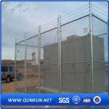 電流を通されたPVC上塗を施してあるドアチェーンリンク網の塀