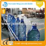 Завершите завод чисто питья воды разливая по бутылкам