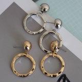金または銀の女性のための簡単な空の円形の吊り下げ式の低下イヤリング