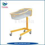 高さの足車が付いている調節可能な赤ん坊のまぐさ桶