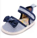 Élastique de noeud de guindineau avec les chaussures de bébé 03